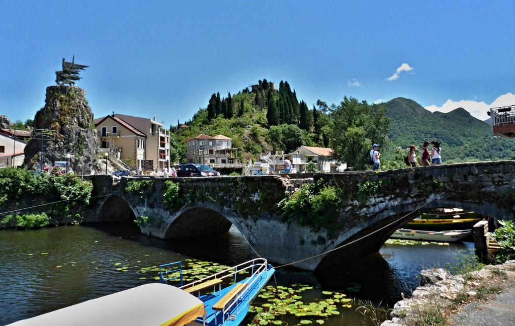 Jeden z mnoha starodávných mostů